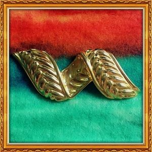 Jewelry - Vintage Gold Plated Braided Brooch